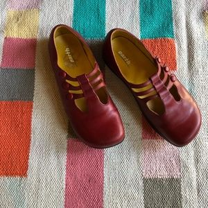 Earth negative heel Kalso red mary janes size 9.5